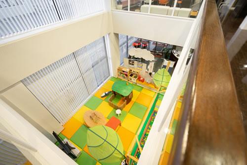 2階から見えるキッズコーナー